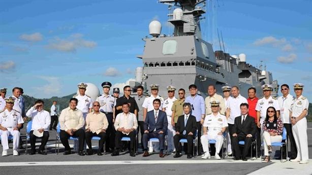 'Ông Duterte thăm tàu Izumo phá hoại quan hệ với Bắc Kinh'
