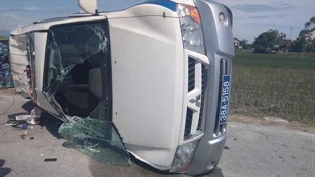 Đuổi vi phạm, xe CSGT bị hất tung