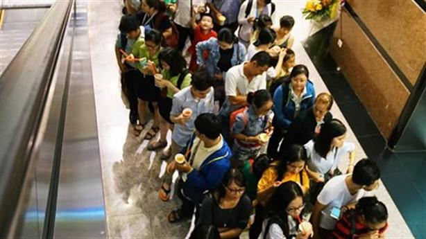 Xếp hàng mua cơm nắm tại 7-Eleven: Doanh nghiệp Việt thua xa?