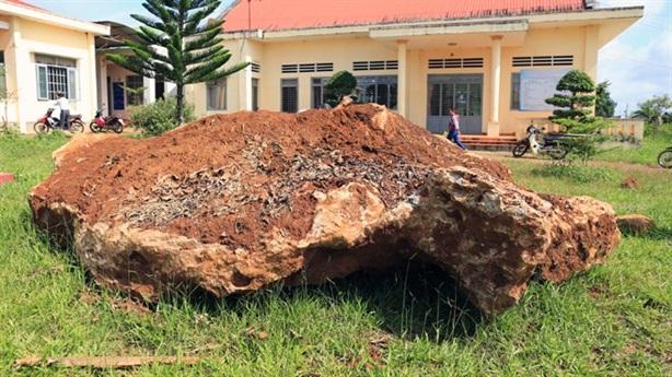 Số phận hòn đá 20 tấn sau khi bị 'bắt'