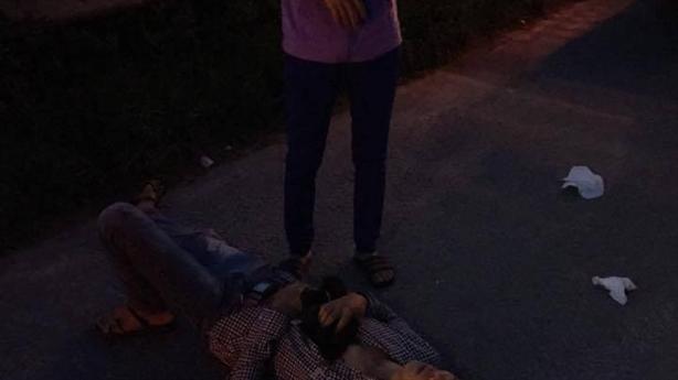 Vợ chồng tài xế bị cướp ngay đầu đại lộ Thăng Lo