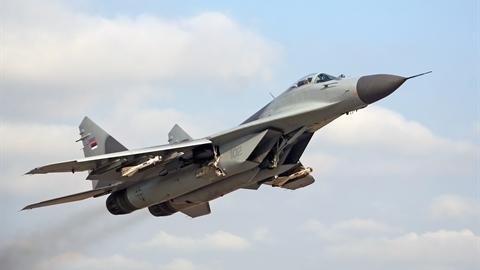 Trận không chiến F-16 bắn hạ MiG-29
