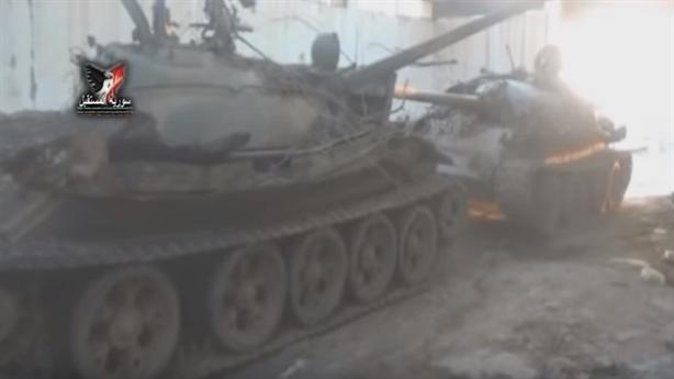 Quân Assad bắt sống kho xe tăng IS, Mỹ nhận trái đắng