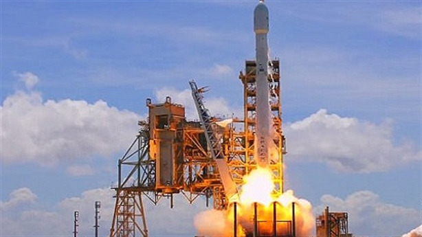 """SpaceX phóng thành công tên lửa """"tái sử dụng"""": Thoát Nga?"""