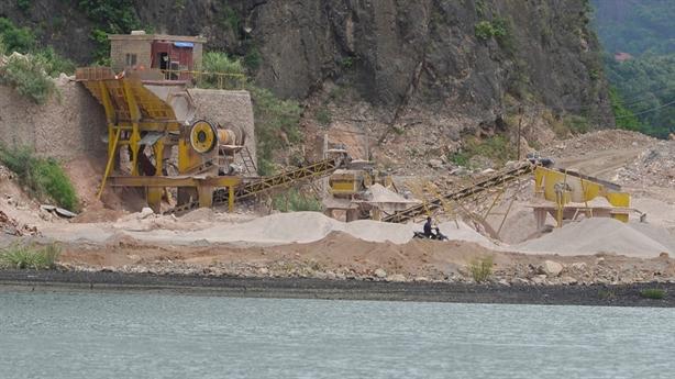 Xẻ đá vùng đệm Vịnh Hạ Long: Không phải để bán