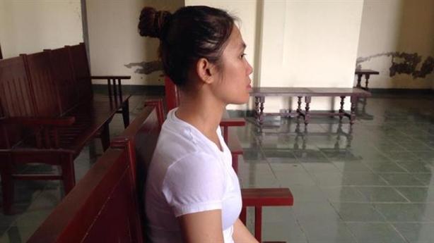 Mẹ đơn thân vào tù vì làm sứt bàn: Diễn biến mới