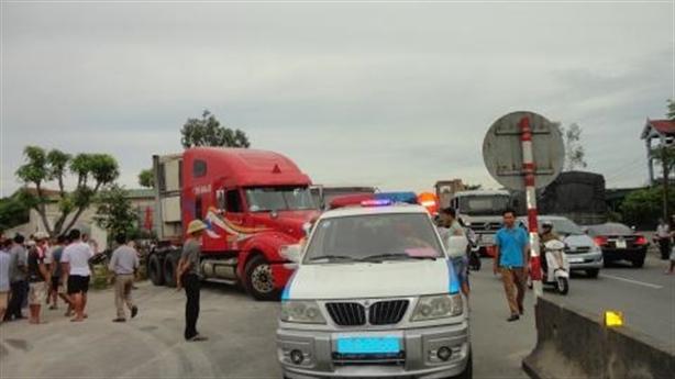 Tông gãy chân CSGT Hà Tĩnh: Bắt khẩn cấp lái xe