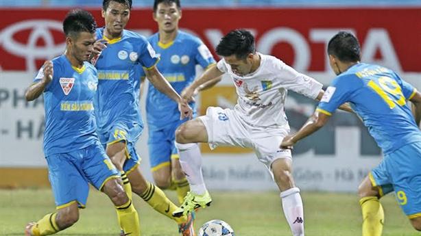 Vòng 16 V.League: Lại chuyện trọng tài thiên vị