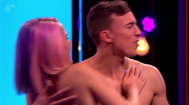 Chương trình truyền hình cho phép nam nữ cởi đồ yêu nhau