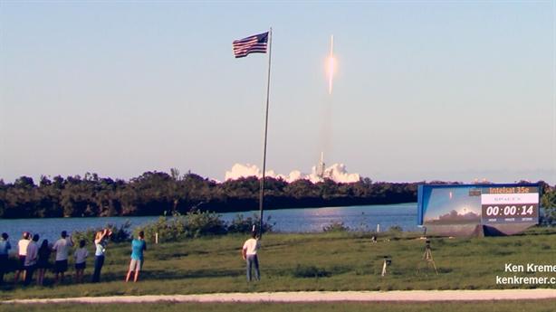 Lần thứ 3 tên lửa Falcon 9 nhẹ nhàng vào không gian