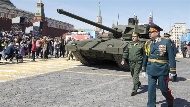 Đối thủ bất lực khi tấn công Armata từ trên 2km
