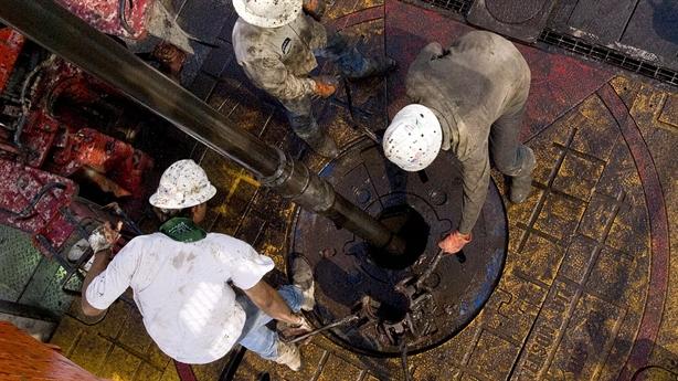 Mỹ đang dìm giá dầu 40 USD/thùng, Nga đủ sức đỡ?