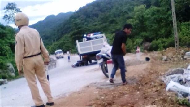 Chồng chết sau va chạm với xe CSGT: Do xe máy?
