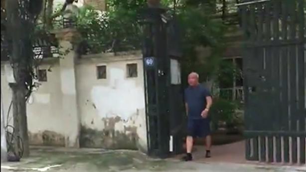 PGS đập nát kính Innova đỗ trước cửa: Chủ xe biến mất?