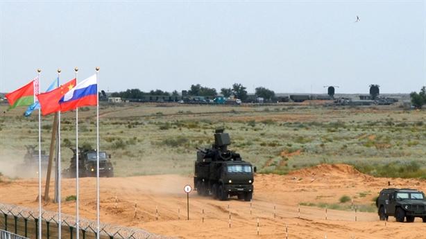 S-300, S-400 thi đấu kiểm soát bầu trời