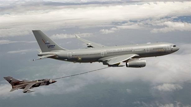 Vì một cú điện thoại, máy bay Anh - Mỹ suýt đối đầu