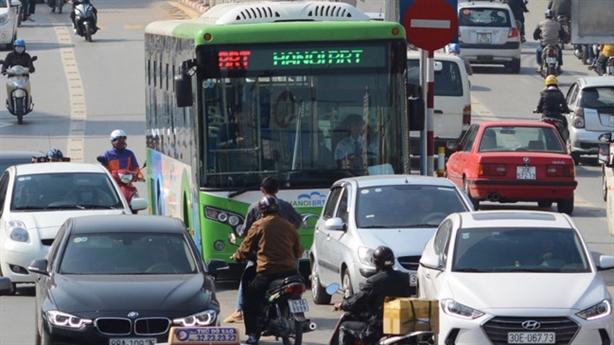 BRT Hà Nội tăng nguy cơ tắc đường: Lời thật ai nghe?