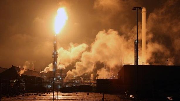Nhà máy lọc dầu lớn nhất châu Âu cháy kinh hoàng