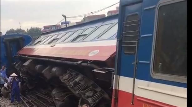 Tàu hỏa bị trật bánh ở Hà Nội khi chạy 15 km/h