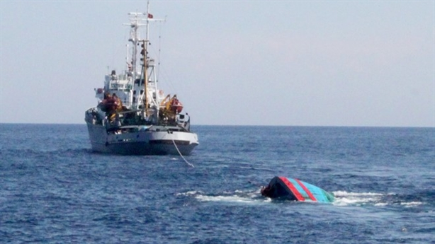 Tàu cá ngư dân Bình Định bị tàu lạ đâm chìm