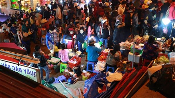 'Chặt chém' khách Tây ở Đà Lạt: Đưa thêm để tính tiền