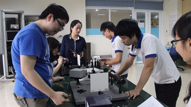Người thầy chất lượng kém: Bẫy kép giáo dục Việt