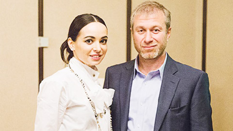Ông chủ Chelsea bỏ vợ trẻ vì diễn viên múa 41 tuổi