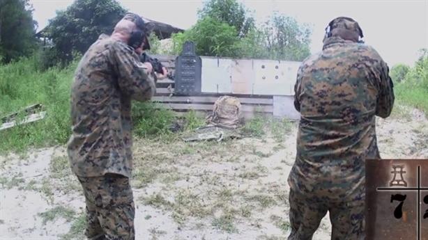 AK-47 bắn đỏ nòng không xuyên nổi ba lô chống đạn Mỹ