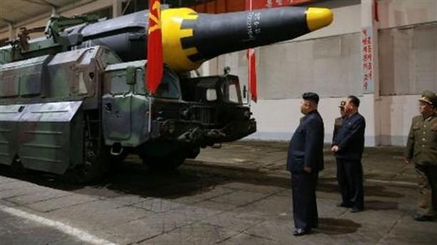 Phương Tây là 'bà đỡ' công nghệ hạt nhân, ICBM Triều Tiên?