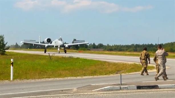 Su-25 và Su-27 bắn đạn thật đốt nóng Kalinigrad