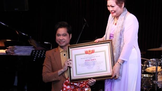 Xôn xao Ngọc Sơn làm Giáo sư âm nhạc: Trò đùa lố?