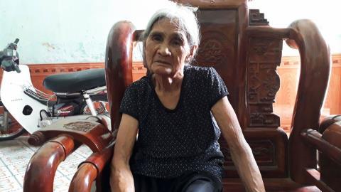 Vợ quan xã vào hộ nghèo, dân bị khai trừ khỏi xóm?