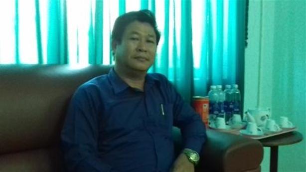 Cảnh cáo hiệu trưởng dùng tiền ''chùa'' mua danh hiệu