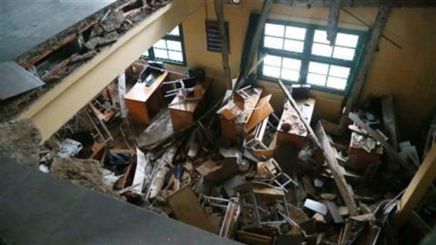 Trường 60 tuổi sập sàn, trường mới chục tỷ bỏ hoang