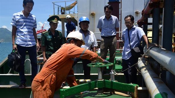 Gần 5 triệu lít xăng không nguồn gốc trên Vịnh Cam Ranh