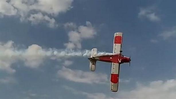 """Máy bay """"bà già"""" An-2 của Nga rơi khi bay trình diễn"""