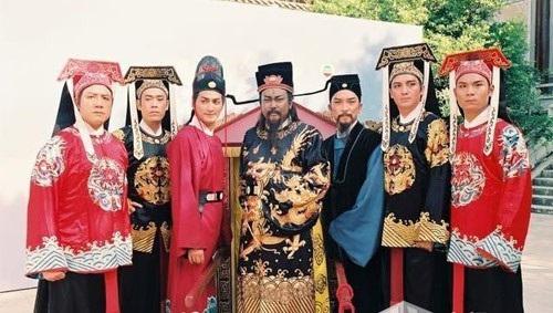 Tài tử 'Bao Thanh Thiên' đóng phim cấp 3 để trả nợ