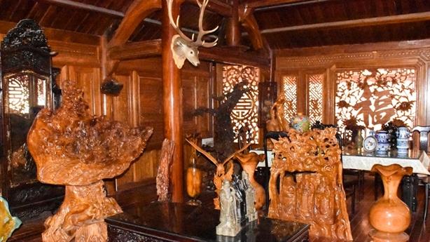 Vợ lãnh đạo kiểm lâm lo gì về biệt phủ gỗ quý?