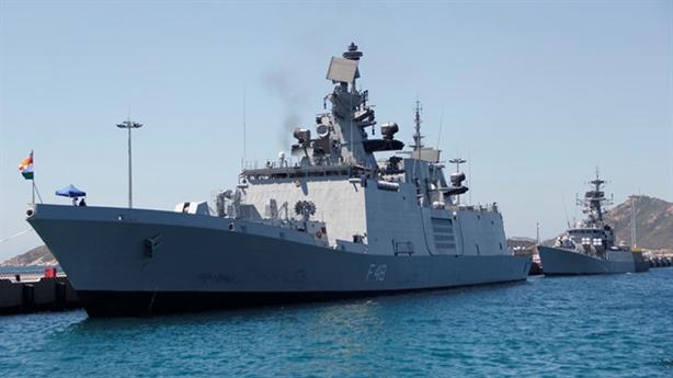 Tàu INS Satpura đủ mạnh nhấn chìm Type 052C