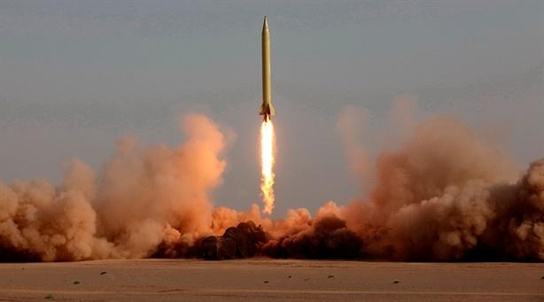 Clip Iran phóng tên lửa mang nhiều đầu đạn hạt nhân