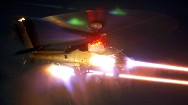 AH-64 Apache nướng chín trực thăng Nga không cần đạn