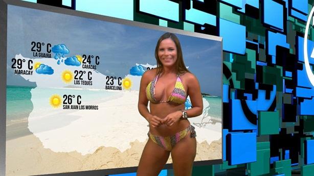 MC thời tiết mặc bikini lên sóng truyền hình