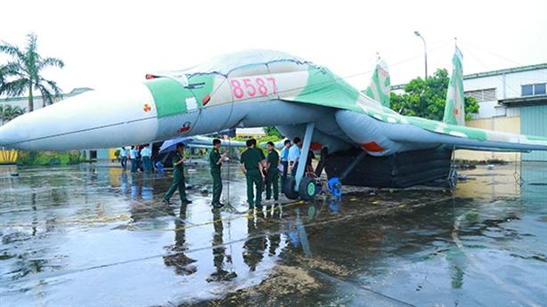 Việt Nam tự sản xuất vũ khí ngụy trang