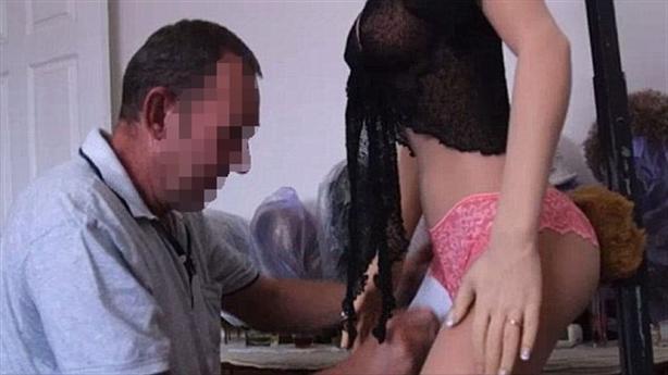 Chồng ngủ với búp bê tình dục, vợ không phản đối