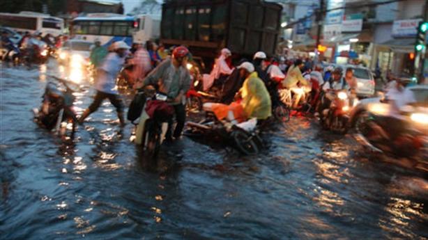 TPHCM liên tục mưa lớn: Có nên làm cáp treo chống ngập?