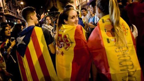 Catalonia độc lập treo để tránh thảm họa kép