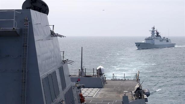 Máy bay, chiến hạm Trung Quốc vây Aegis Mỹ gần Hoàng Sa