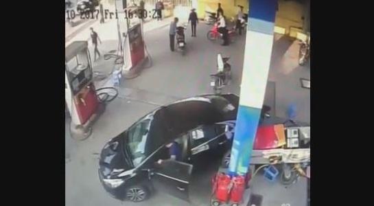 Tài xế lùi xe húc đổ trụ bơm xăng: Không cố tình