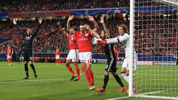 MU thắng Benfica: Toát mồ hôi trước đội yếu