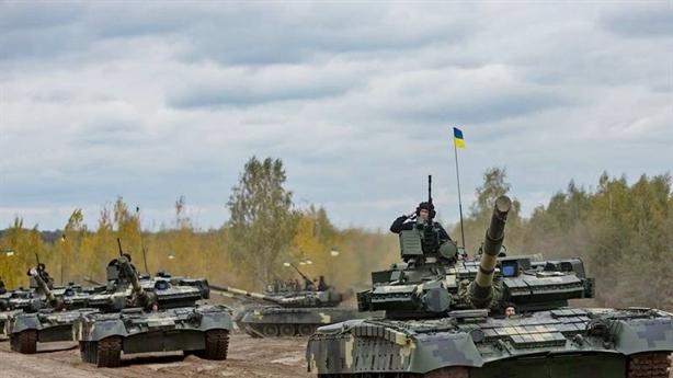 Quân Ukraine nhận 200 thiết bị quân sự mới đánh miền Đông?
